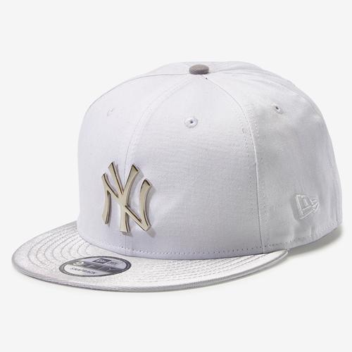 New Era Yankees 9Fifty Snapback Metal Badge