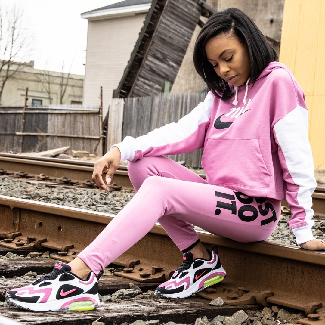 Nike Sportswear Hook Up