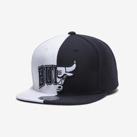 Mitchell + Ness Men's Team 2 Tone Snapback Chicago Bulls