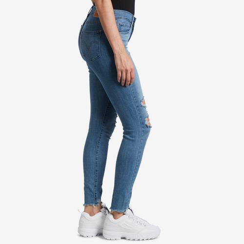 Right Side View of Levis Women's Curvy Skinny Jeans
