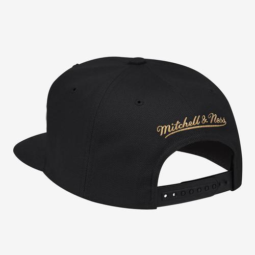 Mitchell + Ness Men's Team Gold Snapback Chicago Bulls