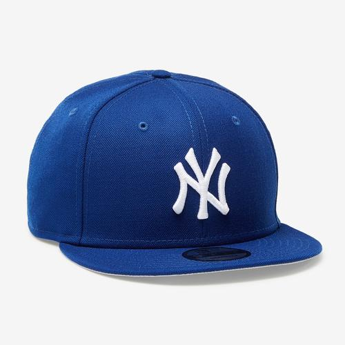 Front Left view of New Era Yankees 9Fifty Snapback Metal Badge