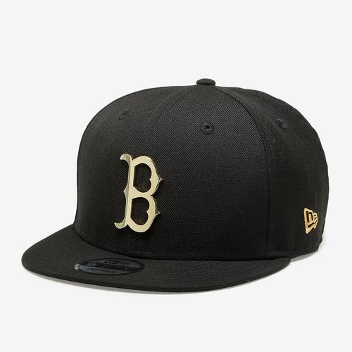 Front Right View of New Era Red Sox 9Fifty Snapback Metal Badge