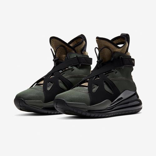 Jordan Women's Air Latitude 720 Shoe